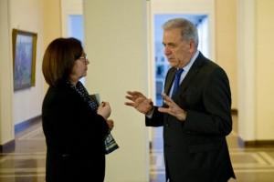 Вицепремиерката Румяна Бъчварова разговаря с комисаря по вътрешните работи Димитрис Аврамопулос в Министерския съвет по време на посещението му в България на 11 февруари 2016 г. Сника Европейска комисия