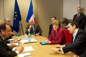 Френският президент Франсоа Оланд, германската канцлерка Ангела Меркел и гръцкият министър-председател Алексис Ципрас се срещнаха сепаративно преди началото на Европейския съвет.